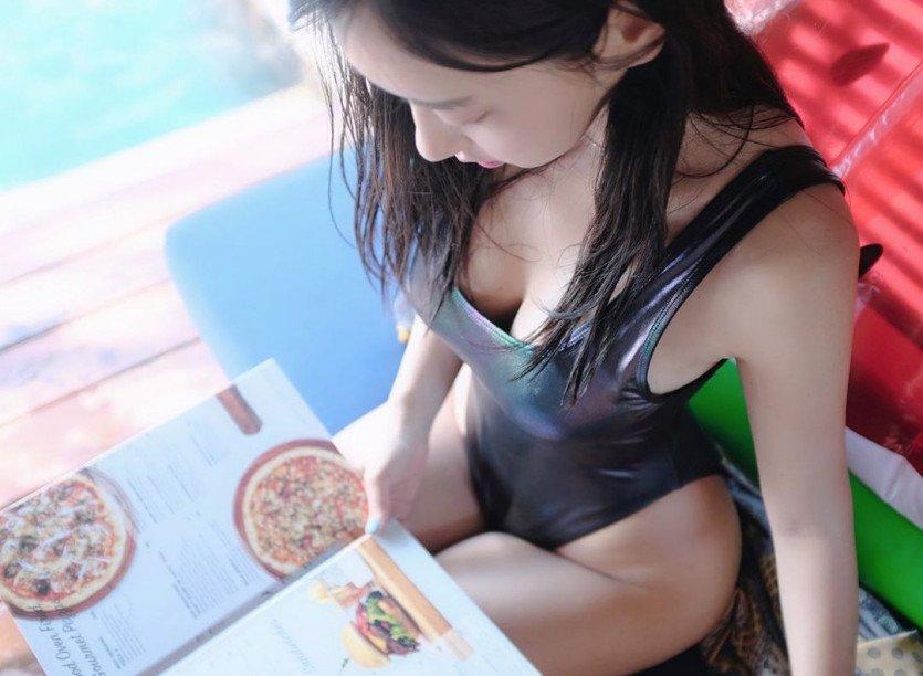 피자 고르는 신재은